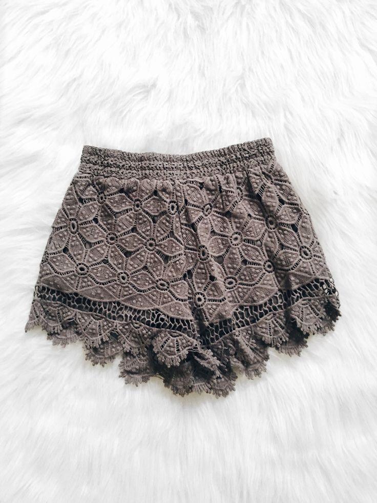 Gianna Scalloped Hem Shorts (Olive)
