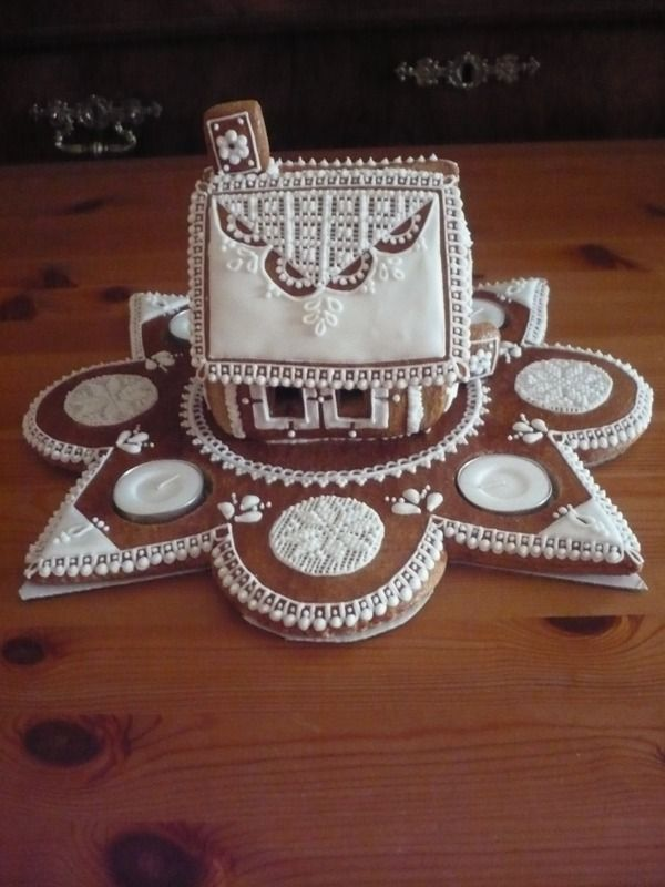 Pretty gingerbread base for votive candles