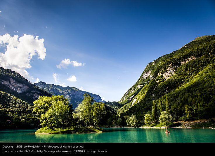 Foto 'Insel im Lago di Tenno in Italien' von 'derProjektor'