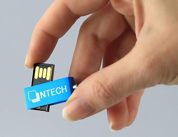 De Micro Twist is één van onze kleinste USB sticks. Hij heeft een stevige, aluminium behuizing en geen dopje. De USB connector (chip) draait als het ware uit de behuizing. Uw logo of bedrijfsnaam kan op één of twee zijden gegraveerd worden. Dankzij het kleine formaat is deze USB stick erg leuk als sleutelhanger. Deze USB stick kan desgewenst voorzien worden van uw bestanden. De Micro Twist is verkrijgbaar van 2 t/m 64 GB.