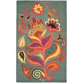 Wool rug with a floral motif. Hand-hooked in India.