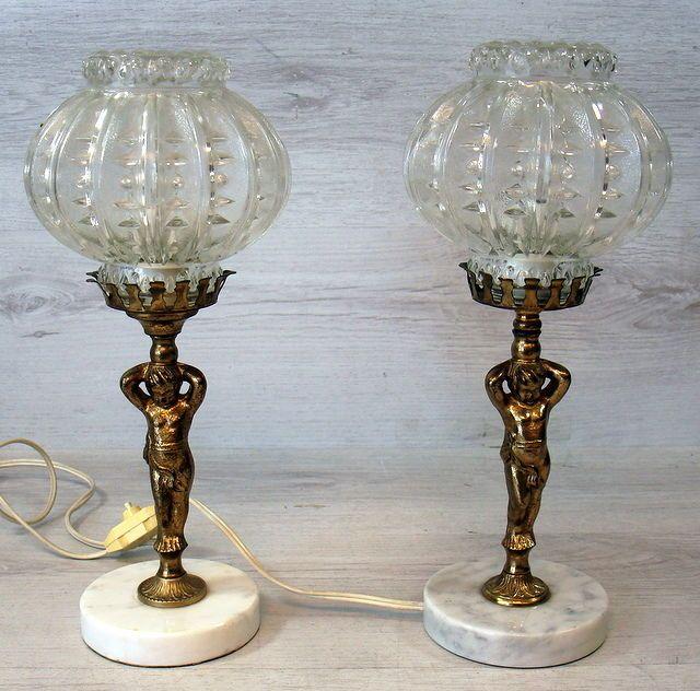 Stel retro tafel lampen op marmeren voet gedragen door koperen engelen