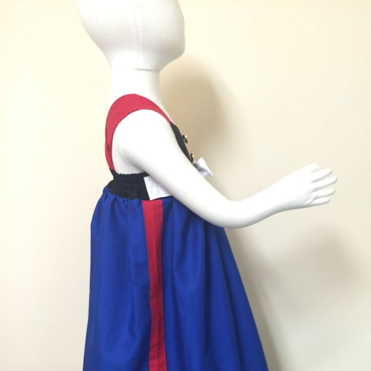 Side view of the beautiful dress blues dress.