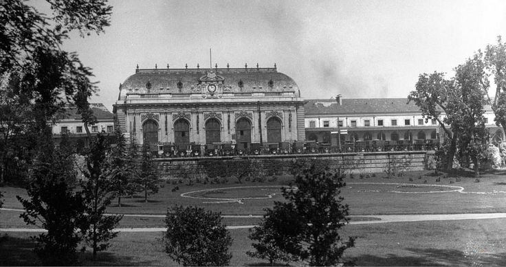 1920 photo of the Old Milan Central station - amazing details