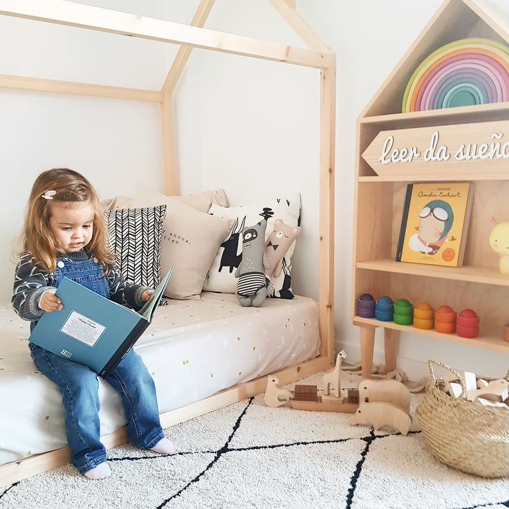 We love books│Kids room│Washable rugs│Eco-friendly│Home Deco│#washablerugs #lorenacanals  #bereber. Photo by: @earlychildfood. Find more at: http://lorenacanals.com/