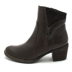 Vaquetillas by Drastik - Mid Height Heel Tan leather ankle boot. Available at www.pasionshoes.com.au
