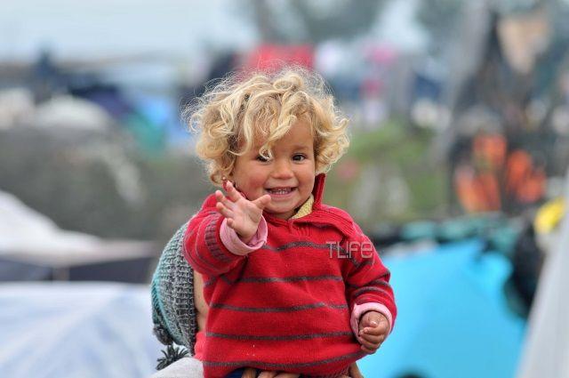 Το TLIFE ταξίδεψε στο μικρό χωριό της Ελλάδας, κοντά στα σύνορα με το FYROM. Εκεί που ζουν παραπάνω από 15.000 πρόσφυγες...