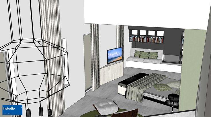 Una disposizione inaspettata per gli arredi di questa camera padronale. L'intera progettazione della stanza è stata pensata per esaltare la doppia altezza del soffitto e l'inclinazione del volume in legno a cui è stato accostato il letto.