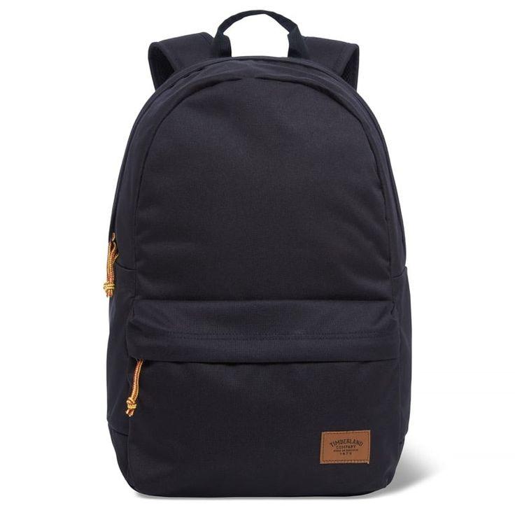 Réf : A1CIM  Sac à dos Homme Timberland 22L Backpack With Patch - Noir : Avec un design très épuré et classique, le Sac à dos Homme Timberland 22L Backpack With Patch est doté d'une teinte noire et 100% polyester recyclé. La poche de devant est zippée et il possède une poche rembourrée adaptée aux ordinateurs portables 15 pouces.  Dimension: 45 x 30 x 15 cm Poids: 455 g