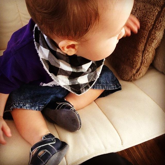 #babymodel Levi modelling our @levi_and_evelyn Rocking Black bandana bib and his @boowiggienappybags pre-walker shoes. Such a cutie! #babyboy #bandanabib #babyshoes #boowiggienappybags #leviandevelynlove #leviandevelyn