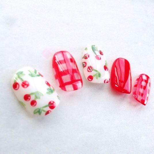 Cherries + Checks in RED. Ideas for manicures.  ハンドメイドマーケット minne(ミンネ)  ギンガムチェリーネイル*ネイルチップ