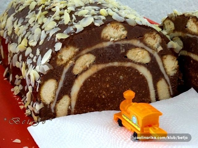 Volim tunel tortu, ovaj put mi se nisu pekle kore pa sam malo zidala :)))))