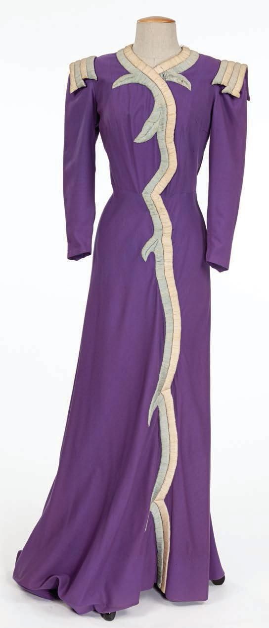 "En 1937 Schiaparelli diseñó el vestuario de Mae West en ""Every Day's a Holiday"" 30s style fashion couture purple long dress coat gown hostess"
