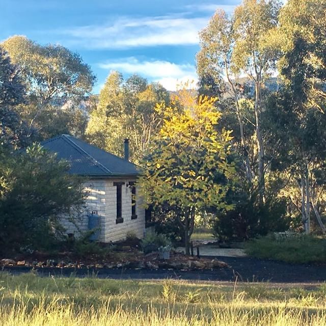 Time well spent happens in a lovely little cottage surrounded by bushland... .   Book your peaceful getaway on the western slopes of the Blue Mountains today! (Use the Link in our Profile)    #secretvalleyescape #bluemountains #hottubsinthebush #explore_bluemountains #lostmtns #ig_bluemountains #bluemountainsadventures #littlehartley #newsouthwales #hikeaustralia #bluemtsaus