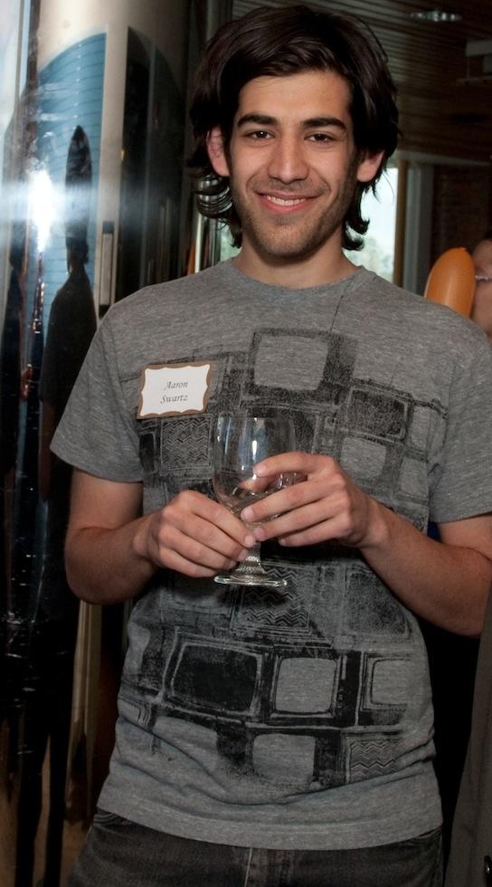 Aaron Swartz kills himself shortly before his trial