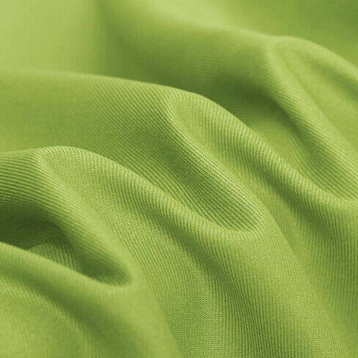 Köperstoff, hergestellt aus Polyester und Baumwolle. Da Polyester verwendet wird, bleicht die Farbe kaum aus und der Stoff wird oft für Vorhänge verwendet.