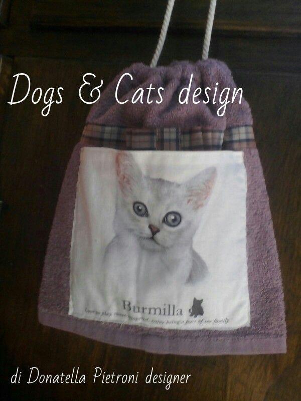 1422 - Sacchetto in spugna con tasca con gatto. Pezzo unico. Dogs & Cats design di Donatella Pietroni designer