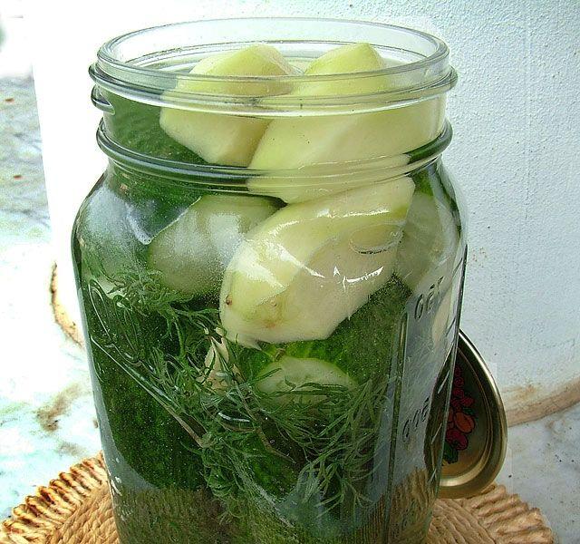 Nem csak nyáron készíthetünk csodálatos kovászos uborkát: a sváb módszer ilyenkor is hatásos