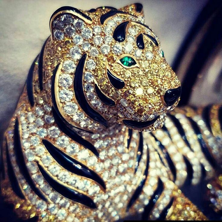 Close up of a perfectly executed tiger by Asprey.  #Repost @hymancompany