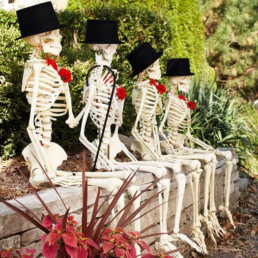 Scary Outdoor Halloween Decorations And Silhouettes_13