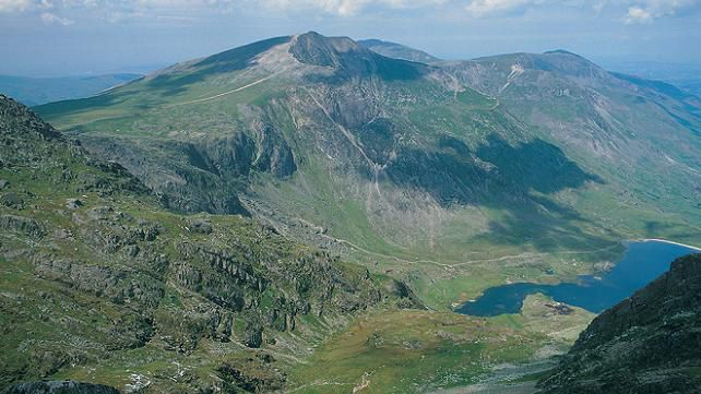 Glyderau y Garn (mountain) & Llyn Idwal (lake), Snowdonia, Wales