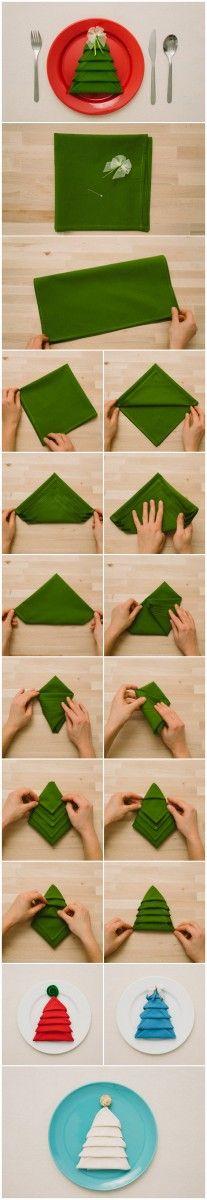 Joli pliage de serviette en sapin http://www.homelisty.com/diy-noel-49-bricolages-de-noel-a-faire-soi-meme-faciles/