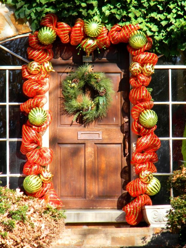 9 best images about christmas door decorating ideas on pinterest pics of halloween decorations - Foil Christmas Door Decorations