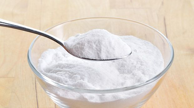 Сода для красоты: 8 простых рецептов - Пищевая сода послужит вам не только на кухне — она обладает отличными свойствами для поддержания вашей красоты.  Сода против запаха пота Смешайте пищевую соду с небольшим количеством воды до состояния влажной пасты, нанесит