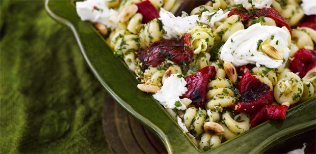 I so have to try this..pasta with parsley pesto, roasted peppers and mozzarella/Glorian ruoka ja viini