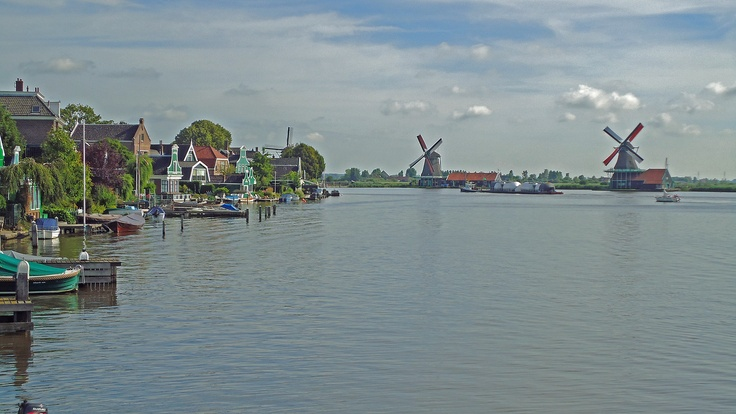 Zaanse Schans (NL) ...Typical Dutch for the tourists..love to walk through.