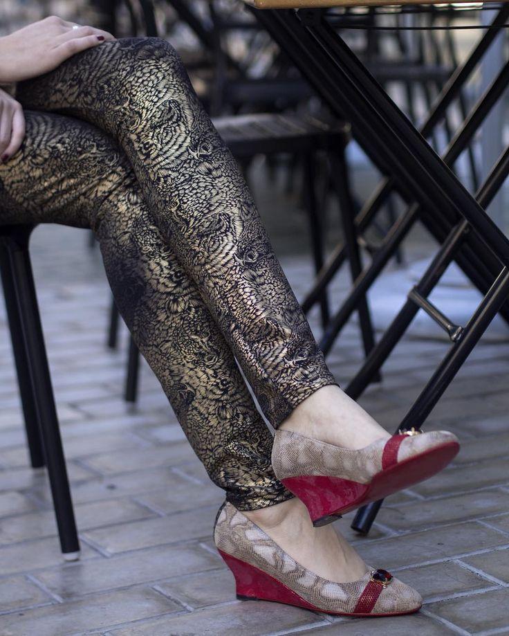 Al frío le ponemos color #LP. #Histérica Rojo Taco cuña de 6 cm aplique de cristal combinación de cueros print suela metalizado y charol. Descubrí todos los colores y modelos disponibles en nuestra web: http://ift.tt/1Pia5Uv y visitanos en el #LPStore!  #luzprincipe #zapatos #luzprincipezapatos #amamosloquehacemos #hacemosloqueamamos #nofear #aw2017 #invierno #ootd #shoes #chicaslp #lpfans