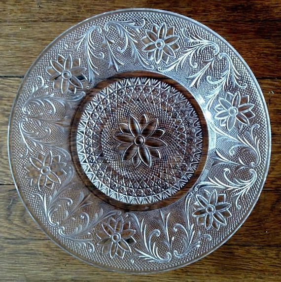 Vintage Indiana Depression Glass Dinner Plate  Pressed Glass Old Indiana Daisy Pattern No chips or cracks 10 inch diameter