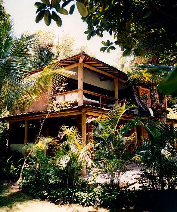 Belle #maison située dans un endroit paradisiaque !  #tropical #paradis #design  http://www.m-habitat.fr/preparer-son-projet/types-de-maisons/les-maisons-insolites-1545_A