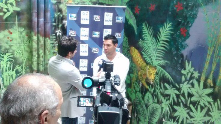 Carlos Delfino en nuestro patio, entrevistado por DirecTv Sport.