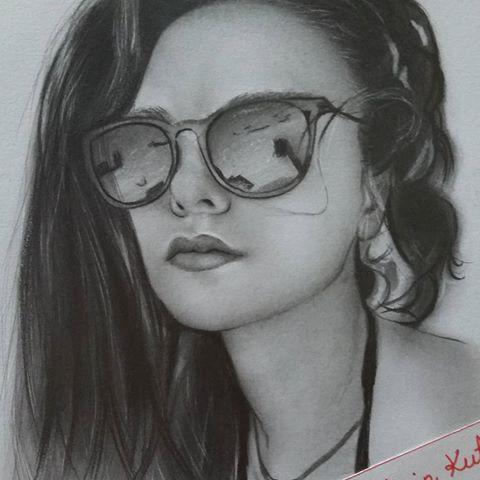 Karakalem portre #hazalfilizkucukkose #karakalem #karakalemportre #çizim #portre #sanat #art #artist #hediye #amazingdrawing #portrait #realisticdrawing #fantastic #sketch #creative #instaart #türkiye #gözlük #saç #nostalji #erhantahsinkutan #painting #beatiful #blackandwhite #artist #karasevda #startv #burakozcivit #