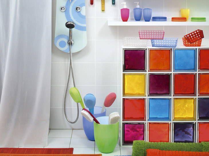 des cloisons de salle de bains en briques de verre leroy. Black Bedroom Furniture Sets. Home Design Ideas