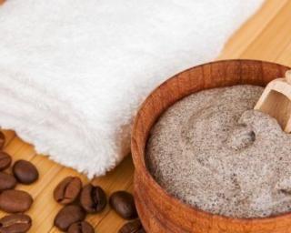 Crème gommante au café pour le corps : http://www.fourchette-et-bikini.fr/recettes/recettes-minceur/creme-gommante-au-cafe-pour-le-corps.html