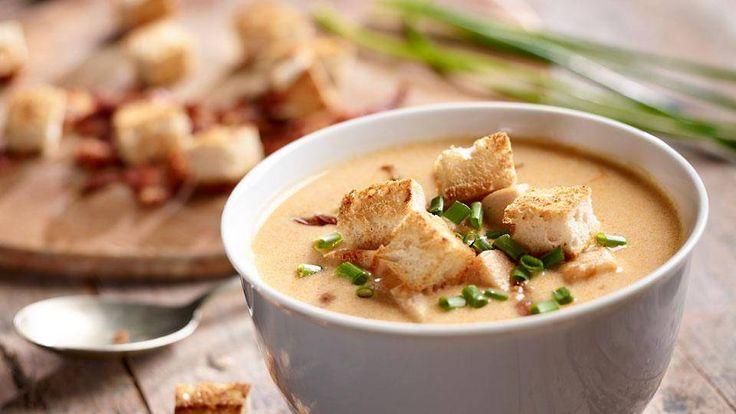 Przepis na kremową zupę piwną z bekonem. Oryginalny pomysł na obiad dla mężczyzny!
