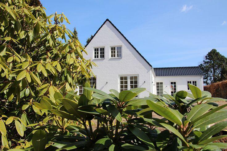 Facade fra et af vores 1½ planshuse. Se flere billeder fra 1½ planshuse her http://www.huscompagniet.dk/inspiration/udebilleder/planserie/1-planshuse #nybyggeri #bolig #basebolig #nythjem #nybyg #hjem #nythus #blivnumarts #nybyggerne #kannæstenikkevente #husejer #husbyg #hus #hhus #børneværelse
