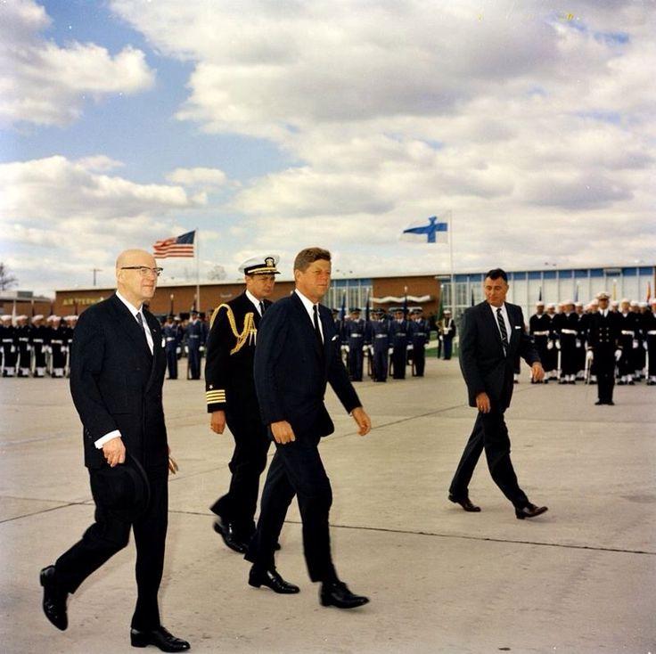 1961. 16 Octobre. Accueil du président finlandais Urho Kekkonen. Jfk. Andrews AFB Finland
