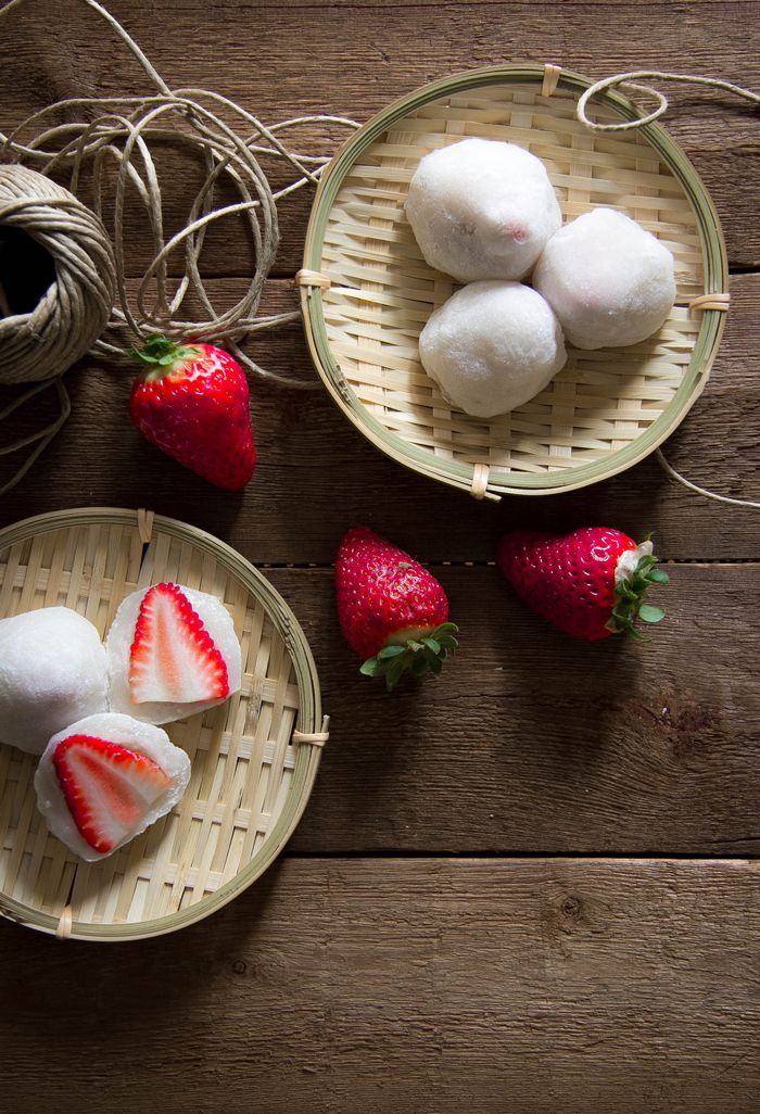 Japanese sweets, Ichigo Daifuku - rice cakes stuffed with strawberries いちご大福