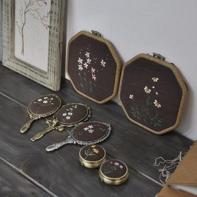 야생화자수로 만든 거울 #야생화자수  #야생화느낌자수  #들꽃자수  #꽃자수  #생활자수  #handmade  #embroidery  #wildflowers  #flowers
