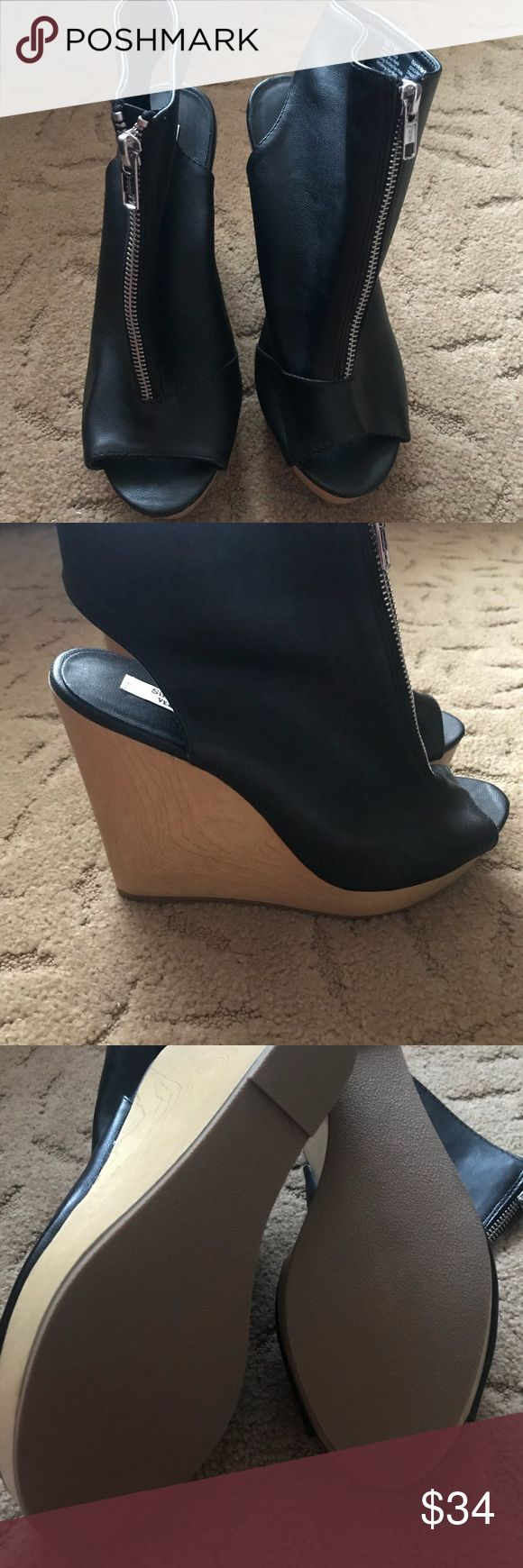NWOT Simply Vera Vera Wang Wedges (new) Simply Vera Vera Wang Faux Leather & Wood Zipper Wedge brand new in excellent condition size 8 Simply Vera Vera Wang Shoes Wedges