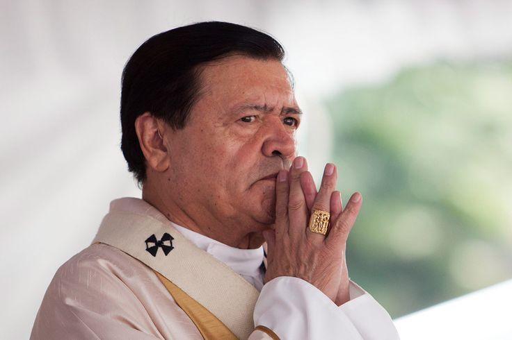 """CIUDAD DE MÉXICO (apro).- El Frente Orgullo Nacional de México (FONMX) subirá a la plataforma Change.org, el próximo domingo 11, una misiva dirigida al Papa Francisco para exigirle la remoción del cardenal Norberto Rivera Carrera, a quien acusan de """"promover el odio"""" hacia las comunidad lésbico, gay, transexual, bisexual, transgénero e intersexual. En rueda deLeer más"""