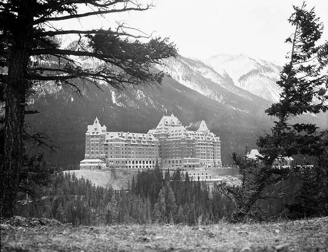 Banff Springs Hotel, Banff National Park, Alberta / L'hôtel Banff Springs au parc national Banff, en Alberta | by BiblioArchives / LibraryArchives