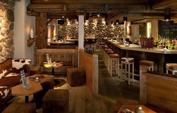 Romantik Übernachtung in Grindelwald: 1 Übernachtung ✓ Doppelzimmer ✓ Frühstücksbuffet ✓ Blütenpool und 2 Gläser Prosecco ✓
