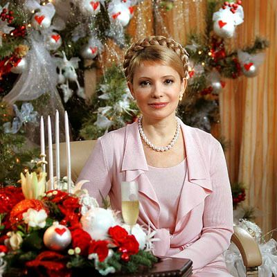 Yulia Tymoshenko   (born 27 November 1960)  -   http://en.wikipedia.org/wiki/Yulia_Tymoshenko  ||  http://www.blogfemina.com/2010/04/modelos-de-elegancia-yulia-tymoshenko.html  --     (via Laura Lawrence  http://www.pinterest.com/pin/366550857144057336/ )