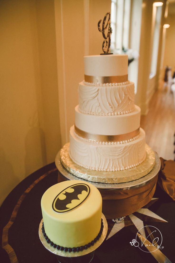 Best 25 Batman Grooms Cake Ideas On Pinterest