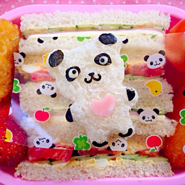久々のサンドイッチ楽だしぃと...はい2度寝で寝坊です  ☆サンドイッチ(ハム・チーズ・キュウリ&卵・トマト・キュウリ)☆コーンクリームコロッケ☆チキンカツ☆苺☆ - 47件のもぐもぐ - Lunch box☆Sandwich Pandaサンドウィッチ パンダ by Ami
