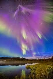 Soy el Ángel de la Llama Violeta Transmutadora. Traigo a tu vida la transformación espiritual para tu evolución. Acepta los cambios que ella trae para tu bien. Déjate fluir con los cambios